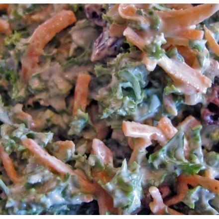 Grønkålssalat med tranebær og valnødder