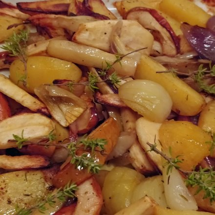 Ovnbagte kartofler med bl.a. løg og selleri m.v.