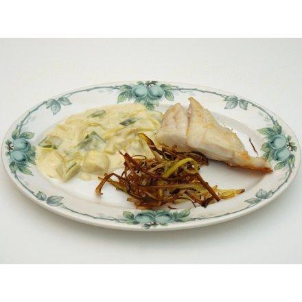 Rødfisk med stuvede og stegte porrer