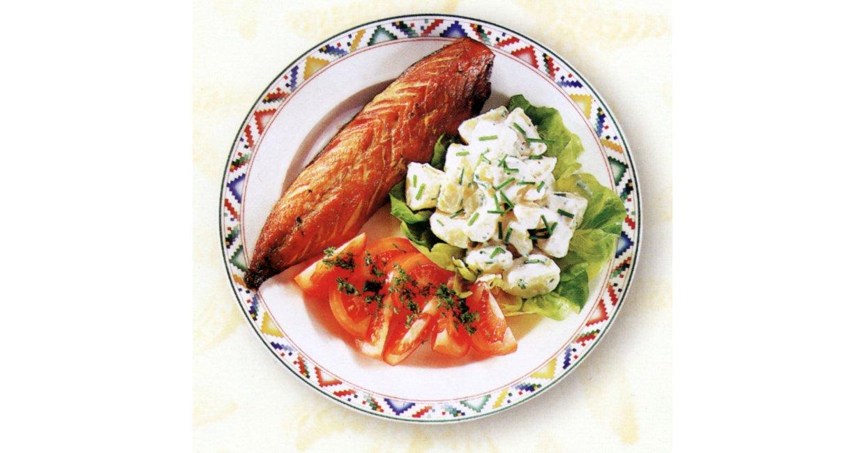 Røget makrel med kartoffelsalat og tomatbåde